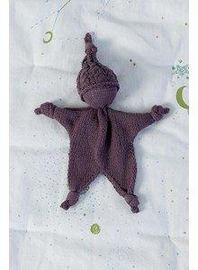 lang Yarns Breipatroon geknoopt knuffelpopje met mutsje,gemaakt van het garen Lang Yarns baby cotton.